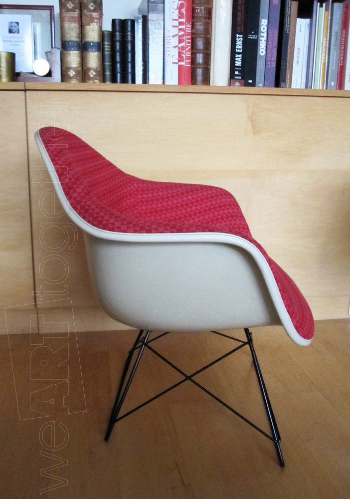 Charles et ray eames alexander girard fauteuil modle for Fauteuil eames fibre de verre